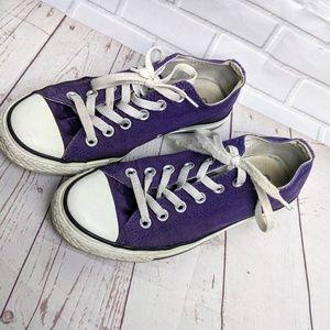 Purple low top Converse Sz 7